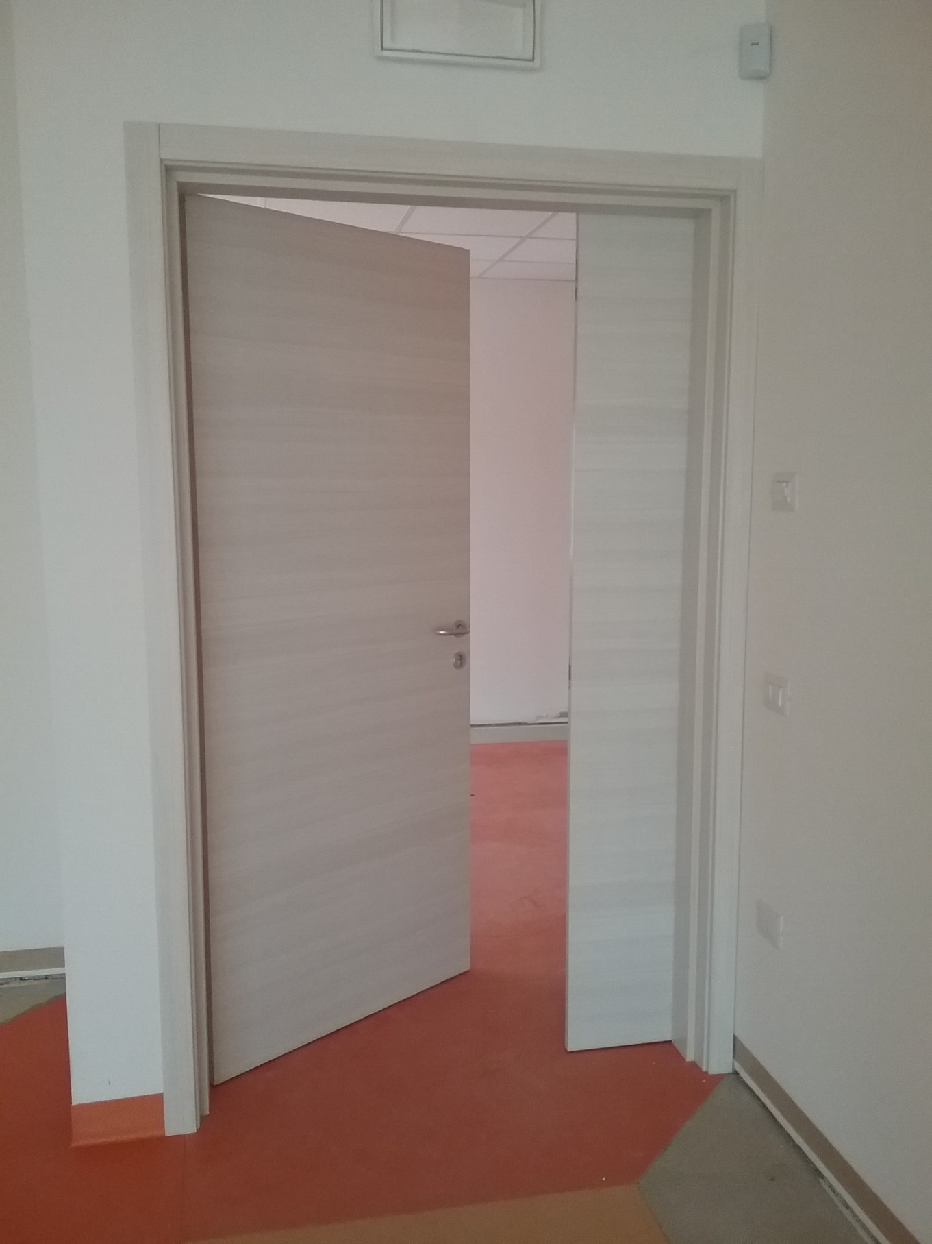 Porte interne falegnameria dal santo for Porte a battente